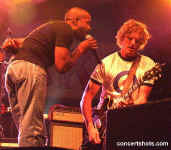 cs-Hootie&TheBlowfish15-Atlanta8803.JPG (59834 bytes)