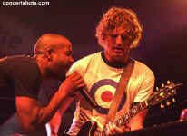 cs-Hootie&TheBlowfish6-Atlanta8803.JPG (70843 bytes)