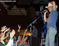 cs-KennyChesney6-Athens12404.JPG (55899 bytes)